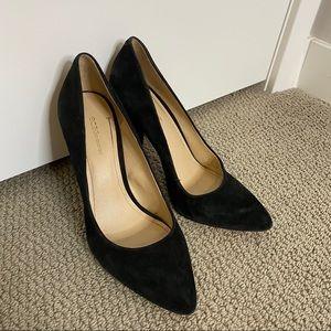 Black close toed pumps